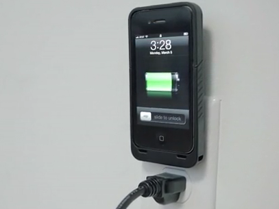 JuiceTank-Plugs-iPhone-into-Wall
